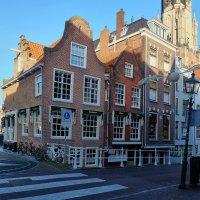 Или столб кривой, или дома... Делфт, Нидерланды :: Евгений Мунтян