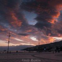 Зимний закат Ялта :: Виталий Репкин