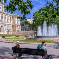 Летнее утро у Оперного... :: Вахтанг Хантадзе