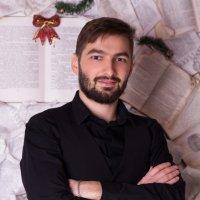 Мужчина на фоне книг :: Valentina Zaytseva