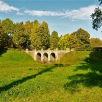 Осенний пейзаж с Петровским мостом... :: Sergey Gordoff