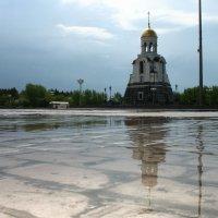 Отражение часовни в ... луже :: Михаил Полыгалов
