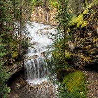 каскад водопадов Johnston Canyon :: Константин Шабалин