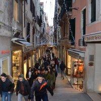 Туристическая улочка Венеции :: Николай Танаев
