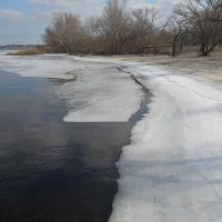 Уходит лёд, и вместе с ним зима? :: Галина