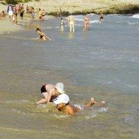 На пляже Айа-Напы. :: Виктор Куприянов