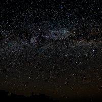 Млечный путь над старым городом :: Иван