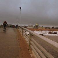 Вид с моста на Новгородский Кремль. :: Татьяна
