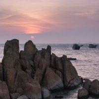Окрестности маяка Ке Га на закате. Вьетнам. :: IS_Irin .