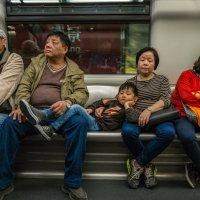 """Семья... (из серии """"Метро Гонконга"""") :: Виктор Льготин"""