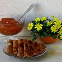 Блинчики с абрикосовым вареньем :: Татьяна Смоляниченко