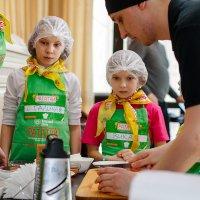 Мастер-класс в ресторане :: Вячеслав Васильевич Болякин
