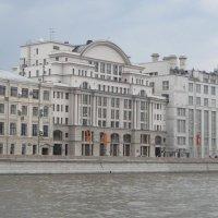 Красивый дом на набережной :: Дмитрий Никитин