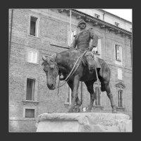 Милан. Памятник Джузеппе Миссори. :: Николай Панов