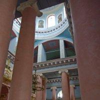 Интерьер монастырского храма :: Игорь Шубовичь