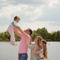 Mom, dad, sister and me. Family friendly :: Oksana Likhadziyeuskaya