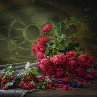 Натюрморт с садовыми розами :: Ирина Приходько