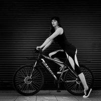 Девушка и велосипед :: Сергей Руденко