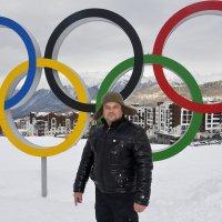 На фоне Олимпийских колец... :: Дмитрий Петренко
