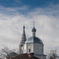 дом у храма :: Сергей Калистратов