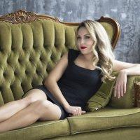 Девушка на диване :: alexia Zhylina