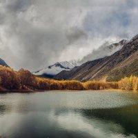 Горное озеро :: Сергей Руденко