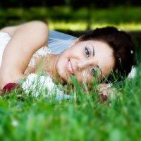 невеста на травке :: Егор Чеботаренко