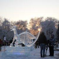паужин на выставке снежной скульптуры. :: Наталья Золотых-Сибирская