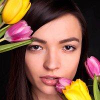Девушка в тюльпанах :: Екатерина Потапова