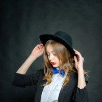 Девушка в шляпе :: Иван Ткаченко