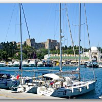 Вид на город из гавани Мандраки :: Андрей K.