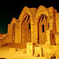 Развалины храма Богородицы Бурго :: Андрей K.