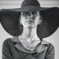 Портрет в шляпе :: Елена Ташбулатова (Yougen)
