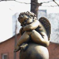 Безмолвный свидетель, придирчивый зритель,добрый помощник,чей*то просто ангел-хранитель :: Galina Leskova