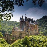там где был ещё вчера Замок Эльц (нем. Burg Eltz) :: человечик prikolist