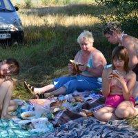 На пикнике :: Андрей Канунников