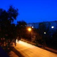 Ночная пустынная улица :: Александр Маркин