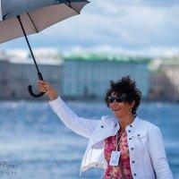Не тот зонтик взяла :) :: Владимир Бриг