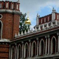 Купол среди готики в царицино :: Анастасия Коробейникова