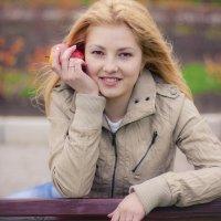 Девушка с яблоком) :: Екатерина Кошелева