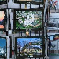 Фотографии фотографий в сувенирном ларьке. :: Фотограф в Париже, Франции Наталья Ильина
