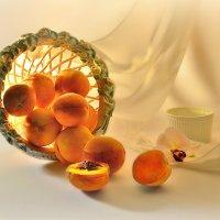 Персики и свет :: Наталия Лыкова