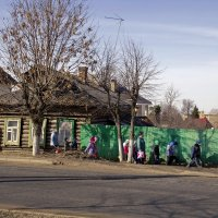 Старый дом и новое поколение. :: Анатолий. Chesnavik.