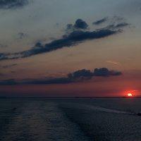Плывут облака на закате... :: Valentina M.