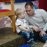 Кроха сын к отцу пришел, и спросила кроха: что такое хорошо и что такое плохо :: Сергей Яценко