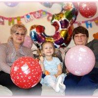 Бабушки с внучкой. :: Anatol Livtsov