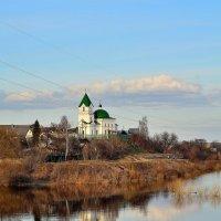 Сельский храм на берегу.. :: Юрий Анипов