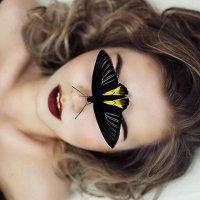 Девушка и бабочка :: Alina