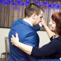 Жених танцует с мамой :: Виктория Большагина