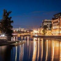 Вечер в центре города :: Олександр Волжский